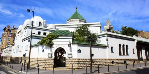 The Grande Mosquée de Paris is one of the biggest and most important mosques in France. It's located in the 5th arrondissement of Paris
