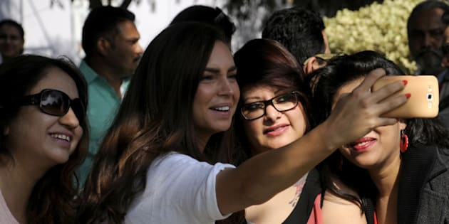 GURGAON, INDIA - DECEMBER 4: Chef Sarah Todd taking the selfie with her fans during Hindustan Times The Gourmet High Street at Sector-29 Leisure Valley Ground, on December 4, 2015 in Gurgaon, India. (Photo by Parveen Kumar/Hindustan Times via Getty Images)