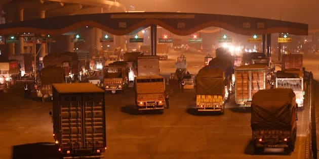In this photograph taken late November 14, 2015, shows a general view of trucks entering New Delhi at Badarpur Toll Plaza, at Faridabad, India.  AFP PHOTO / Money SHARMA / AFP / MONEY SHARMA        (Photo credit should read MONEY SHARMA/AFP/Getty Images)