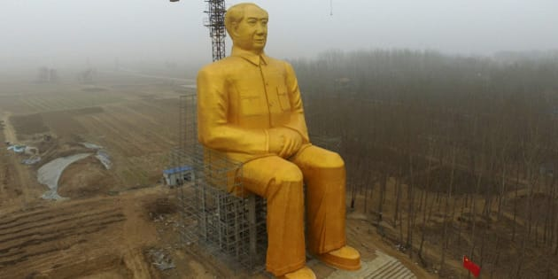TOPSHOT - This photo taken on January 4, 2016 shows a huge statue of Chairman Mao Zedong under construction in Tongxu county in Kaifeng, central China's Henan province. The statue reportedly measures 120 feet (36.6meters) in height and is located in Zhushigang village.   CHINA OUT   AFP PHOTO / AFP / STR        (Photo credit should read STR/AFP/Getty Images)