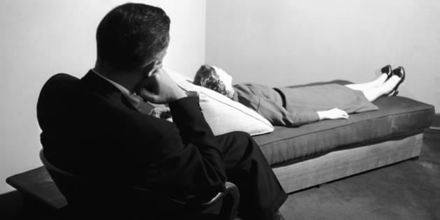 "A doctor listens to a patient digging into her past at the New York Psychoanalytic Institute Treatment Center in New York, April 25, 1956. The psychoanalyst's couch has provided material for endless jokes and cartoons since Sigmund Freud developed this method of treatment for neuroses. Some modern analysts discard it in favor of face to face sessions, but the method of ""free association"" to give the doctor clues to the patient's hidden fears and problems is accepted even by dissidents from Freudian theories. (AP Photo/Bob Wands)"