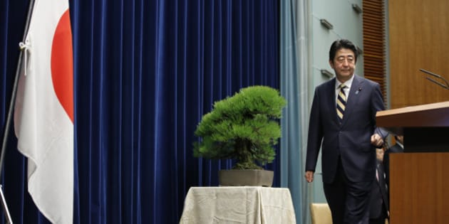 Japanese Prime Minister Shinzo Abe poses to the media before a new year's press conference at his official residence in Tokyo, Monday, Jan. 4, 2016. (AP Photo/Shizuo Kambayashi)