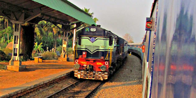 A WDM 3A Diesel Loco pulling an express train towards Bangalore Junction. Caught this pic at a wayside station named Byadarahalli on the Bangalore - Mysore route whn our train (6222 Chennai - Mysore Cauvery Express) was stopped for crossing.