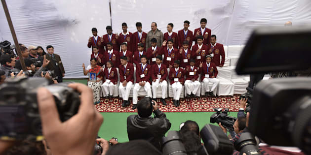 NEW DELHI, INDIA - JANUARY 18: Mother of Gaurav Kawduji Sahastrabuddhe of Maharashtra, who will be honoured (posthumous), along with other Bravery award winners poses for a group photo during a press conference of National Bravery Awards 2015 on January 18, 2016 in New Delhi, India. 15-year-old Gaurav Kawduji Sahastrabuddhe from Maharashtra, who sacrificed his life while saving his four friends, and 24 other young bravehearts will be given the National Bravery Awards this year for their extraordinary courageous feats. (Photo by Virendra Singh Gosain/Hindustan Times via Getty Images)