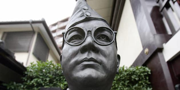 TO GO WITH AFP STORY 'Japan-India-Taiwan-history-politics-WWII-Bose,FEATURE' by Shaun Tandon A statue of  Netaji Subhas Chandra Bose, one of the most prominent leaders of the Indian Independence Movement against the British Raj, is displayed at the Renkoji temple during his 62nd memorial ceremony in Tokyo, 18 August 2007.  As the priest recited prayers in Japanese under gold statues of the Buddha, mourners bowed to the urn said to hold the ashes of Subhash Chandra Bose, the Indian nationalist who has stirred as much controversy in death as in life. The cremation ground of his pacifist rival Mahatma Gandhi is a major memorial in New Delhi which foreign dignitaries visit, but Bose's purported remains lie in relative obscurity at a small Buddhist temple in Tokyo. AFP PHOTO / TOSHIFUMI KITAMURA (Photo credit should read TOSHIFUMI KITAMURA/AFP/Getty Images)