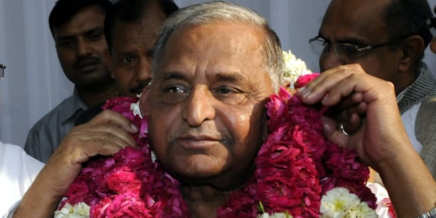 NEW DELHI, INDIA - APRIL 15: Samajwadi Party chief Mulayam Singh being garlanded after merger of six parties on April 15, 2015 in New Delhi, India. After months of deliberation, six erstwhile constituents of the Janata Party, collectively referred to as the 'Janata Parivar', announced their merger into a single entity to take on the Narendra Modis BJP. Mulayam Singh Yadav, whose Samajwadi Party is one of the merged entities, is the president of the new party, whose name has not yet been announced. (Photo by Sonu Mehta/Hindustan Times via Getty Images)