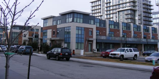 Townhouses and highrises replace 1950s public housing redevelopment.