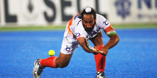 RAIPUR, INDIA - DECEMBER 05:  Sardar Singh captain of India passes the ball during the match between India and Belgium on day nine of The Hero Hockey League World Final at the Sardar Vallabh Bhai Patel International Hockey Stadium on December 05, 2015 in Raipur, India. (Photo by Ian MacNicol/Getty images)