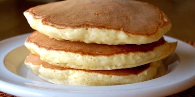【裏ワザの裏側】材料を1つ変えるだけ!「パンケーキ」がふっくら厚焼きになる理由とは?
