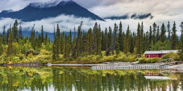 Fabulous Autumn landscape of Kluane Lake. Yukon, Canada.