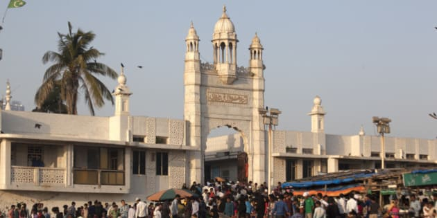 Haji Ali Dargah is one of the most popular religious places in Mumbai, visited by people of all religions alike. The structure has white domes and minarets reminiscent with the Mughal architecture of the period.