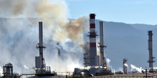 KOCAELI, TURKEY - FEBRUARY 3: Smoke rises over the Tupras, Turkeys only oil refiner, Izmit Refinery after a blaze caused by the breakdown of the equipments in Kocaeli, Turkey on February 3, 2016.  (Photo by Kadir Yildiz/Anadolu Agency/Getty Images)