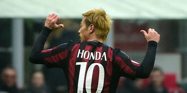 AC Milan's Japanese midfielder Keisuke Honda celebrates after scoring during the Italian Serie A football match AC Milan vs Genoa on February 14, 2016 at the San Siro Stadium stadium in Milan.  / AFP / OLIVIER MORIN        (Photo credit should read OLIVIER MORIN/AFP/Getty Images)