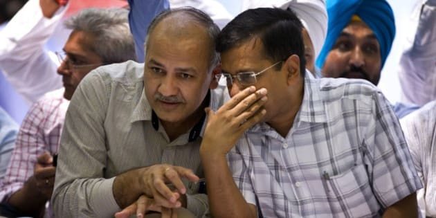 Delhi Chief Minister Arvind Kejriwal, right, speaks to his deputy Manish Sisodia at a farmer's rally near the Indian parliament in New Delhi, India, Wednesday, April 22, 2015. Indian farmers and the opposition parties are protesting against a government plan to ease rules for obtaining land for industry and development projects. (AP Photo/Saurabh Das)