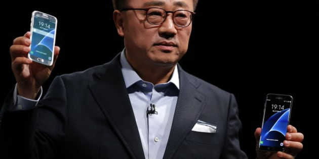 DJ Koh, President of Mobile Communications Business, Samsung Electronics, shows the new the Galaxy S7 and S7 Edge during the Samsung Galaxy Unpacked 2016 event, on the eve of this week's Mobile World Congress wireless show, in Barcelona, Spain, Sunday, Feb. 21, 2016.  (AP Photo/Manu Fernadez)