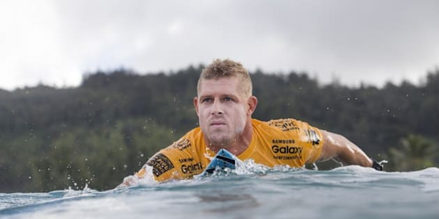 HALEIWA, HI - DECEMBER 10:  Mick Fanning of Australia advanced directly to Round 3 of the Billabong Pipe Masters in Memory of Andy Irons after winning in Round 1 at Pipeline on December 10, 2015 in Haleiwa, United States.  (Photo by Kelly Cestari/WSL via Getty Images)