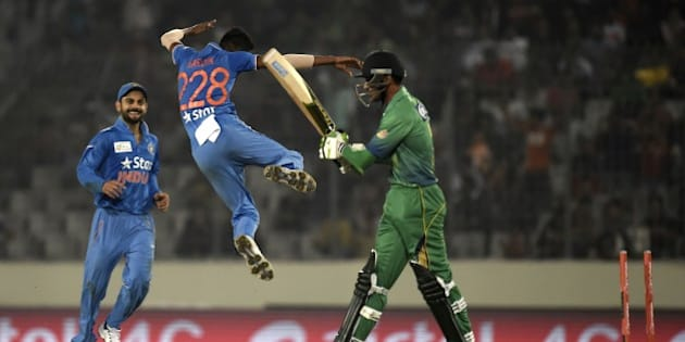Pakistan cricketer Mohammad Amir (R) walks off the field after being dismissied by Indian cricketer Hardik Pandya (C) during the match between India and Pakistan at the Asia Cup T20 cricket tournament at the Sher-e-Bangla National Cricket Stadium in Dhaka on February 27, 2016. AFP PHOTO/Munir uz ZAMAN / AFP / MUNIR UZ ZAMAN        (Photo credit should read MUNIR UZ ZAMAN/AFP/Getty Images)