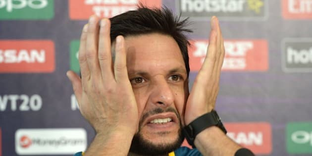 Pakistan's captain Shahid Afridi gestures as he addresses media representatives at a press conference at The Eden Gardens Cricket Stadium in Kolkata on March 13, 2016, ahead of the World T20 cricket tournament. / AFP / Dibyangshu SARKAR        (Photo credit should read DIBYANGSHU SARKAR/AFP/Getty Images)