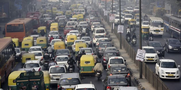 NEW DELHI, INDIA - JANUARY 4: Traffic during odd-even vehicle formula at ITO crossing on January 4, 2016 in New Delhi, India. Contrary to apprehensions, Delhi's odd-even vehicle scheme aimed at battling pollution did not lead to the feared problems on Monday, the first full working day of the New Year. The 15-day odd-even scheme started on January 1 and aims to put odd numbered vehicles on the roads on odd dates and even numbered vehicles on even dates. (Photo by Arvind Yadav/Hindustan Times via Getty Images)