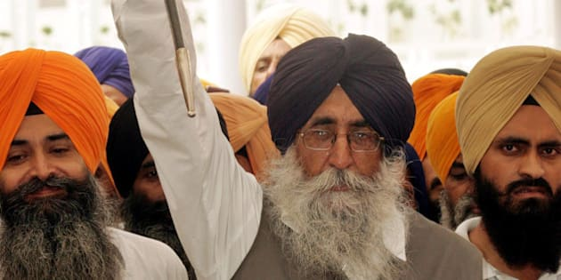 Sikh leader Simranjit Singh Mann, center, raises a sword and shouts religious slogans inside the Golden Temple complex, in Amritsar, India, Friday, July 21, 2006. Head priest of Akal Takht, Sikhs supreme religious temporal seat, on Tuesday lifted a ban imposed on Mann from holding meetings and functions at gurdwaras, or Sikh temple, for not observing the sanctity of the Golden Temple on July 2. (AP Photo/Aman Sharma)