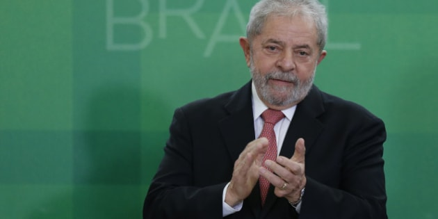 BRASILIA, BRAZIL - MARCH 17:  Brazil's former president, Luiz Inacio Lula da Silva, is sworn in as the new chief of staff for embattled President Dilma Rousseff on March 17, 2016 in Brasilia, Brazil. His controversial cabinet appointment comes in the wake of a massive corruption scandal and economic recession in Brazil.  (Photo by Igo Estrela/Getty Images)