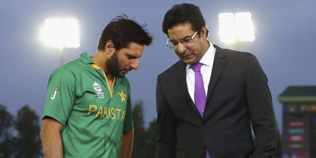 MOHALI, INDIA - MARCH 25:  Shahid Afridi, Captain of Pakistan speaks with former Pakistan cricketer Wasim Akram during the ICC WT20 India Group 2 match between Pakistan and Australia at I.S. Bindra Stadium on March 25, 2016 in Mohali, India.  (Photo by Ryan Pierse/Getty Images)