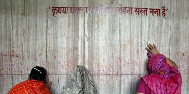 Hindu women pray outside the Alopidevi temple in Allahabad, India, Saturday, April 1, 2006. Hindus are observing the nine-day long Navratri festival, or festival of nine nights, dedicated to the three main Hindu Goddesses Parvati, Lakshmi and Saraswati, that began March 30. (AP Photo/Rajesh Kumar Singh)
