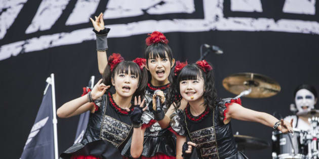 LEEDS, ENGLAND - AUGUST 30:  (L-R) Moametal, Su-metal and Yuimetal of Babymetal perform on the main stage during day 3 of Leeds Festival at Bramham Park on August 30, 2015 in Leeds, England.  (Photo by Andrew Benge/Redferns)