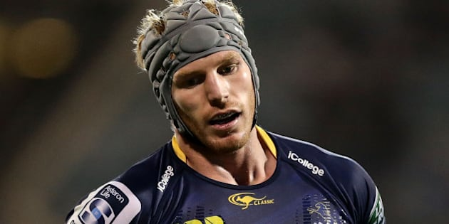 CANBERRA, AUSTRALIA - APRIL 02:  David Pocock of the Brumbies looks dejected after dropping a pass during the round six Super Rugby match between the Brumbies and the Chiefs at GIO Stadium on April 2, 2016 in Canberra, Australia.  (Photo by Mark Metcalfe/Getty Images)