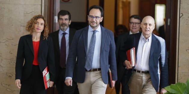 """El PSOE: Sigue """"vigente"""" el acuerdo con C's pero es """"posible"""" sumar a Podemos"""