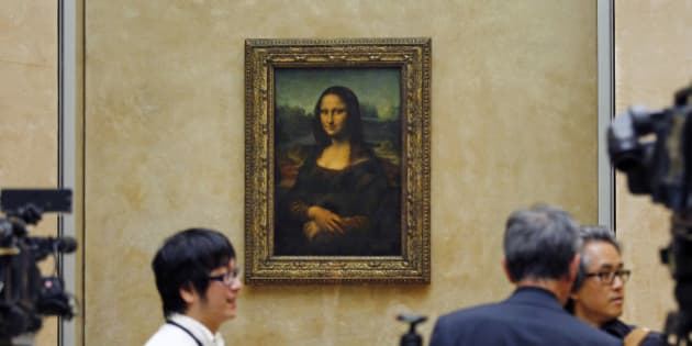 Members of the media are gathered next to Mona Lisa, during an event to unveil the new lighting of Leonardo da Vinci's painting Mona Lisa, also known as La Joconde, at the Louvre museum in Paris, Tuesday June 4, 2013. Mona Lisa is now illuminated by LED lighting. The lighting had to meet various technical specifications, but also meet the more subjective and aesthetic requirements of the museum Director and France's Historical Monuments Committee.(AP Photo/Remy de la Mauviniere)