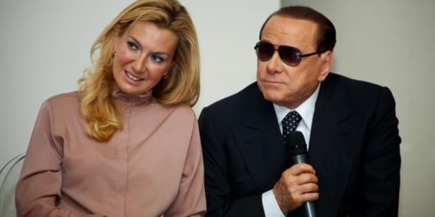 Berlusconiho strana oslavuje rakouské pravicové vítězství Kurze a Stracheho
