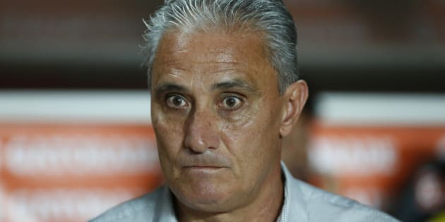 BUENOS AIRES, ARGENTINA - MARCH 04:   Tite coach of Corinthians looks on during a match between San Lorenzo and Corinthians as part of Copa Bridgestone Libertadores 2015 at Pedro Bidegain Stadium on March 04, 2015 in Buenos Aires, Argentina. (Photo by Gabriel Rossi/LatinContent/ Getty Images)