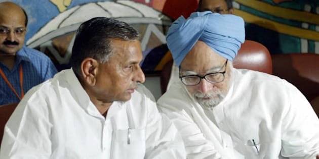 NEW DELHI, INDIA:  Chief minister of the Indian state of Uttar Pradesh Mulayam Singh Yadav (L) talks with Indian Prime Minister Manmohan Singh at a function during which an agreement to link two key central Indian rivers was signed, in New Delhi 25 August 2005.  The pact is part of the national project 'Inter Linking of Rivers' which aims at shoring up surplus water resources to combat droughts and floods.                   AFP PHOTO/RAVEENDRAN  (Photo credit should read RAVEENDRAN/AFP/Getty Images)