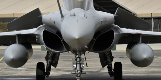 Rafale fighter aircraft stand on the tarmac of the air base of Mont-de-Marsan, southwestern France on March 10, 2016. The minister also met with military staff recently deployed to the Barkhane and Chammal operations. / AFP / GEORGES GOBET        (Photo credit should read GEORGES GOBET/AFP/Getty Images)