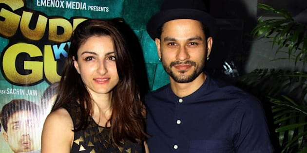Indian Bollywood actress Soha Ali Khan (L) poses with her husband actor Kunal Khemu as they attend a special screening of Hindi film Guddu Ki Gun in Mumbai late October 26, 2015. AFP PHOTO/STR        (Photo credit should read STRDEL/AFP/Getty Images)