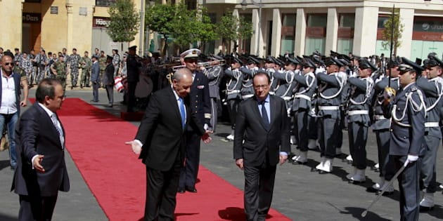 French President Francois Hollande reviews an honour guard with Lebanese Parliament Speaker Nabih Berri (center L) during an official ceremony upon his arrival outside the parliament building in downtown Beirut, Lebanon, April 16, 2016. REUTERS/Aziz Taher