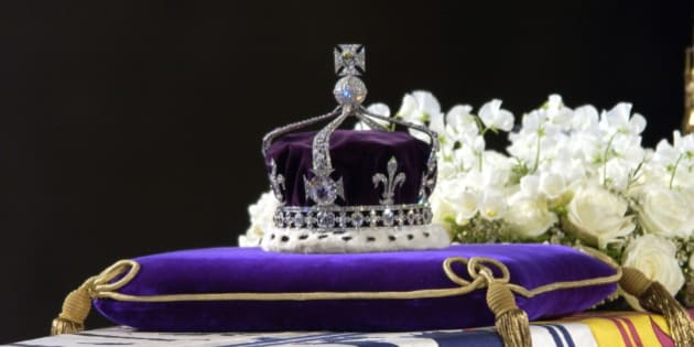 LONDON, UNITED KINGDOM - APRIL 08:  A Close-up Of The Coffin With The Wreath Of White Flowers And The Queen Mother's Coronation Crown With The Priceless Koh-i-noor Diamond.  (Photo by Tim Graham/Getty Images)