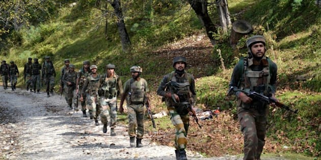 Indian army soldiers take positions at Hafruda forest in Kashmir's Kupwara district, around 140 kilometres (85 miles) northwest of the main city of Srinagar, during a gunfight with militants on October 5, 2015. Suspected rebels killed four soldiers during firing overnight near the heavily militarised border dividing Kashmir between India and Pakistan, police said on October 5.  AFP PHOTO        (Photo credit should read STR/AFP/Getty Images)