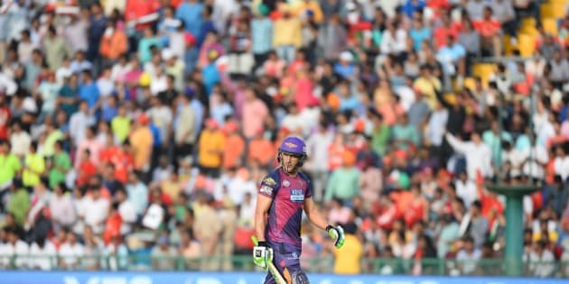 Rising Pune Supergiants Faf Du Plesis walks off the pitch after being dismissed during the 2016 Indian Premier League (IPL) Twenty20 cricket match between Rising Pune Supergiants and Kings XI Punjab at The Punjab Cricket Association Stadium in Mohali on April 17, 2016  ------IMAGE RESTRICTED TO EDITORIAL USE - STRICTLY NO COMMERCIAL USE- / AFP / SAJJAD HUSSAIN        (Photo credit should read SAJJAD HUSSAIN/AFP/Getty Images)