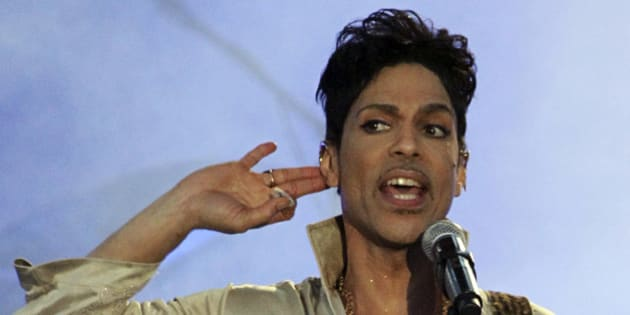 U.S. musician Prince performs at the Hop Farm Festival near Paddock Wood, southern England July 3, 2011.  Pop superstar Prince had no will, his sister said in court documents filed on Tuesday in state court in Carver County, Minnesota. Tyka Nelson petitioned for a special administrator to oversee Prince's estate, the documents showed.  REUTERS/Olivia Harris/File Photo