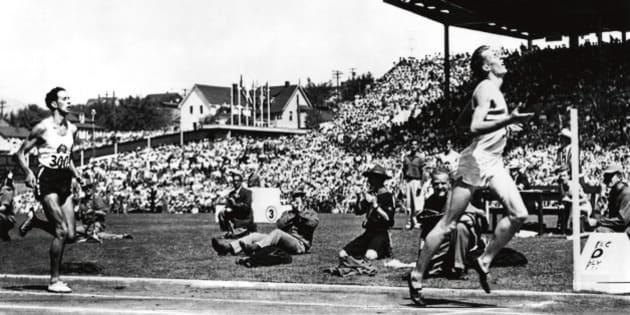 (AUSTRALIA & NEW ZEALAND OUT) Commonwealth Games Exhibition 2006. 1954 ? VANCOUVER GAMES England?s Roger Bannister has left Australian John Landy in his wake at the finish of what was later known as the Miracle Mile, after both athletes clocked times under four minutes. Bannister sought out Landy after the race to embrace him. THE AGE ARCHIVES (Photo by Fairfax Media/Fairfax Media via Getty Images)