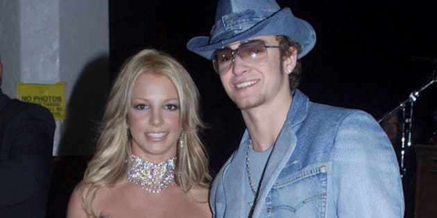 Singer Britney Spears and boyfriend Justin Timberlake of the group 'N Sync arrive at the 28th Annual American Music Awards January 8, 2001 at the Shrine Auditorium in Los Angeles. Spears is co-host of the awards show.  FSP/RCS