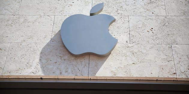 MIAMI BEACH, FL - APRIL 26:  An Apple sign is seen outside of a store  on April 26, 2016 in Miami Beach, Florida.  Investors are awaiting Apple Inc. scheduled reporting today of its fiscal quarter that ended March 26.  (Photo by Joe Raedle/Getty Images)
