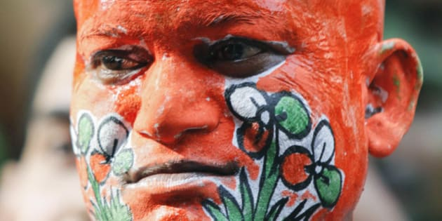 A supporter of the Trinamool Congress with his body painted in the colours of the party, celebrates on a street near party leader Mamata Banerjee's house in Kolkata, May 13, 2011. India's ruling Congress-led coalition overturned three decades of communist rule in the swing state of West Bengal on Friday, one of several regional poll victories that could give some respite for a beleaguered Prime Minister Manmohan Singh. The Congress alliance led by maverick populist Mamata Banerjee was leading in 215 seats out of the 294 at stake in the West Bengal state assembly, with the communists ahead in 72 seats, TV stations said.  REUTERS/Rupak De Chowdhuri (INDIA - Tags: POLITICS ELECTIONS)