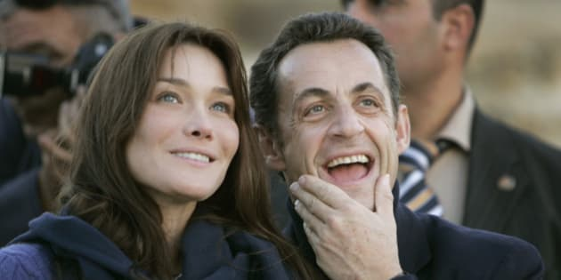 ** FILE ** French President Nicolas Sarkozy, right, and his new girlfriend - supermodel-turned singer Carla Bruni, left, look up to admire the Sphinx at sunset in Cairo, Egypt, in this Dec. 30, 2007 file picture. The couple have wed on Saturday Feb. 2, 2008 at the Elysee Palace, the mayor who performed the ceremony said. (AP Photo/Ben Curtis)