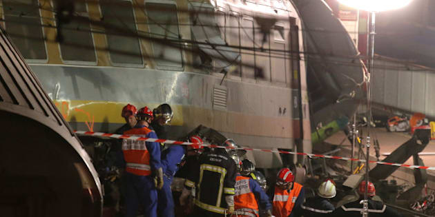 Rescue workers evacuate a victim at the scene where a train derailed at a station in Bretigny sur Orge, south of Paris, Saturday, July 13, 2013. A packed passenger train skidded off its rails after leaving Paris on Friday, leaving seven people believed dead and dozens injured as train cars slammed into each other and overturned, authorities said. (AP Photo/Michel Euler)