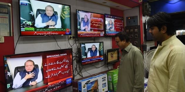 Pakistani men watch a televised addresses to the nation by Prime Minister Nawaz Sharif in Karachi on April 22, 2016. Pakistani Prime Minister Nawaz Sharif on April 22 announced to request the supreme court to form a comission for investigation into the allegations made in the Panama papers that linked his family to a series of offshore companies. / AFP / RIZWAN TABASSUM        (Photo credit should read RIZWAN TABASSUM/AFP/Getty Images)