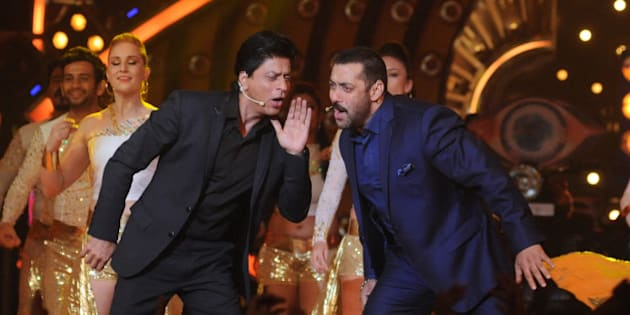 Indian Bollywood actors Shah Rukh Khan (L) and Salman Khan (R) perform with dancers during a promotional event for the Hindi film Dilwale on the set of Colors 'Bigg Boss Nau 'Double Trouble' TV Reality Show in Lonavala some 100kms from Mumbai on December 19, 2015.  AFP PHOTO/Sujit Jaiswal. / AFP / SUJIT JAISWAL        (Photo credit should read SUJIT JAISWAL/AFP/Getty Images)