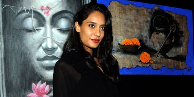 Indian Bollywood actress Lisa Haydon attends a charity art auction and fundraiser in support for medical camps and cataract surgeries in Mumbai on December 6, 2014. AFP PHOTO/STR        (Photo credit should read STRDEL/AFP/Getty Images)